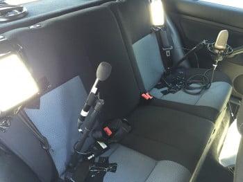 Dreh im Auto: Versteckte Mikrofone und Lichter