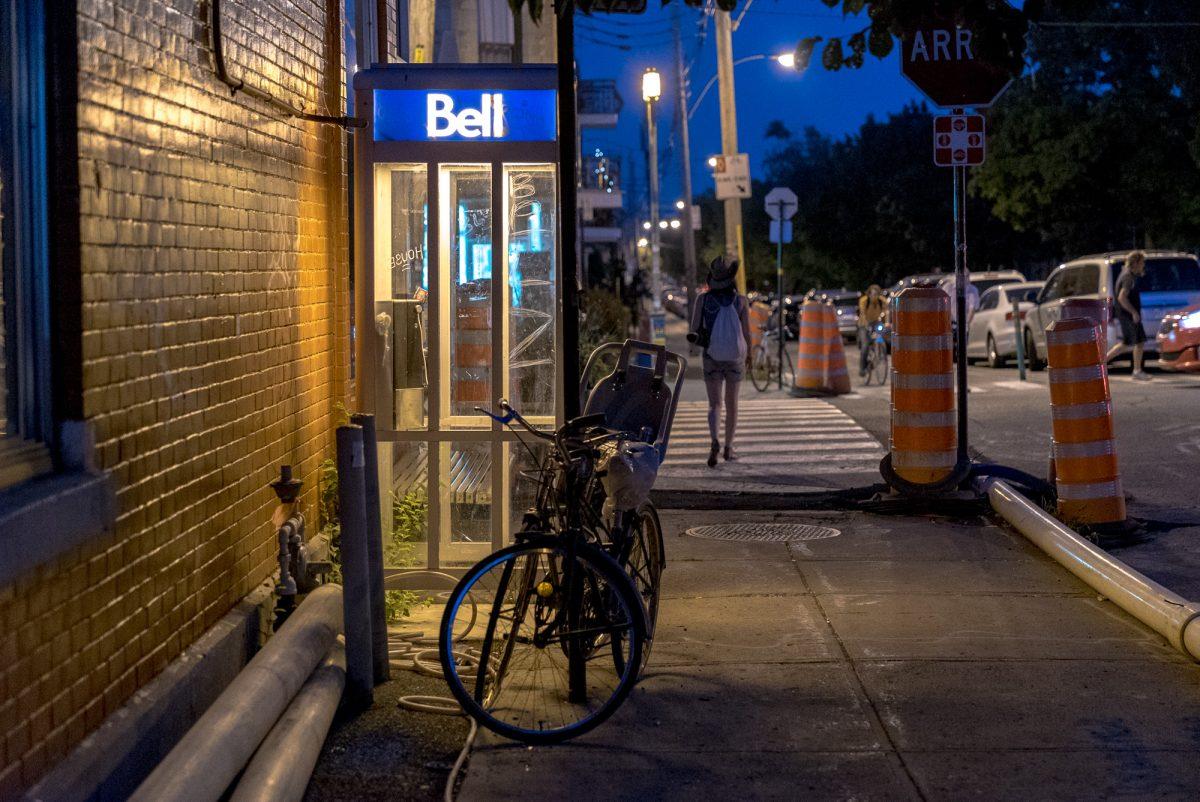 Eine einsame Telefonzelle in Montréal